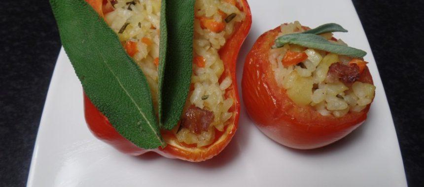 Gevulde paprika en tomaat