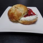 Scones met clotted cream