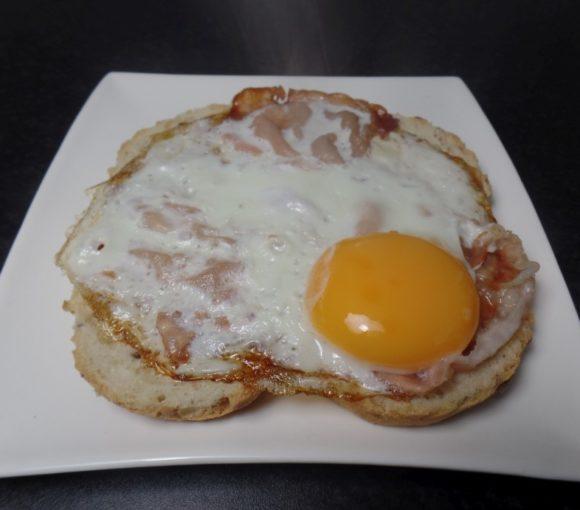 Broodje spiegelei met bacon fodmap