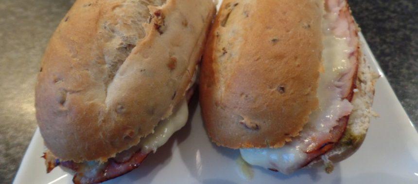 Luxe speltbroodjes met casselerrib