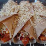 Zelfgemaakte tortilla's met kip