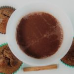 Warme chocolademelk met kaneel