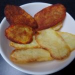 Zelfgemaakte chips (naturel en paprika)