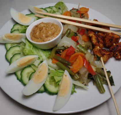 Gado gado met zelfgemaakte pindasaus