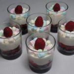 Minicheesecakes met oreo's en frambozen