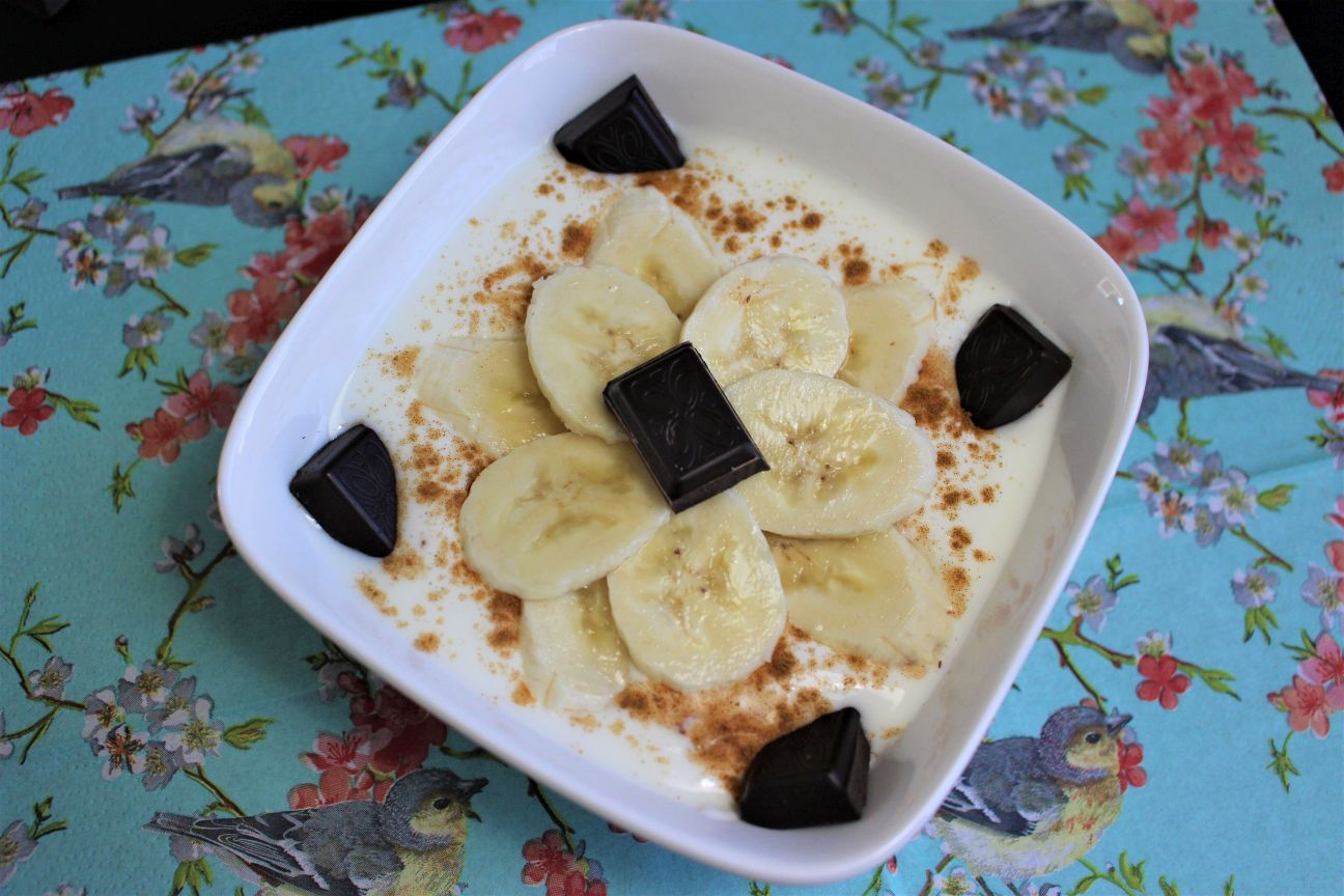 Spicy kwark met banaan en chocolade
